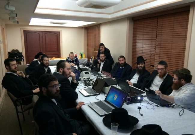 Kinus Registration Team Gets Ready