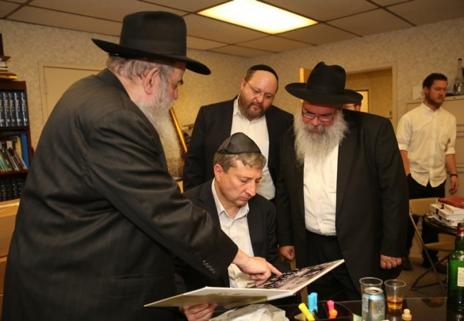 Belgian MP Visits Chabad HQ