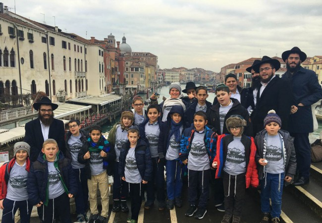 Shluchim Kids Gather for Bar and Bas Mitzva