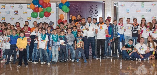 In Dnepropetrovsk, 300 children attend launch of New Year