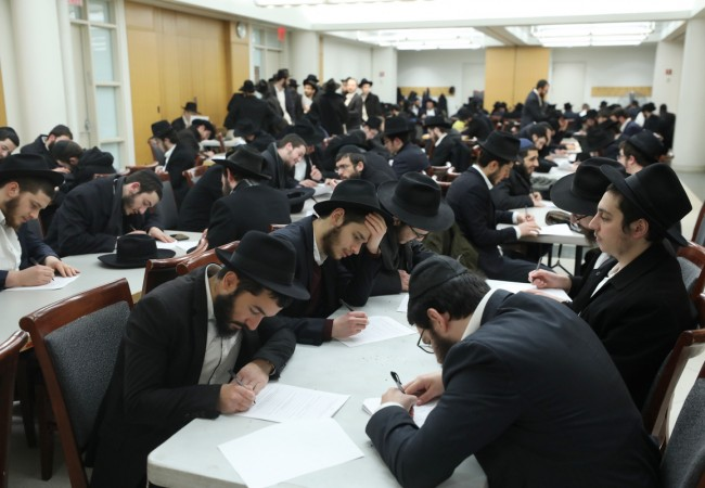 600 Merkos Shlichus Bochurim Preparing for Pesach