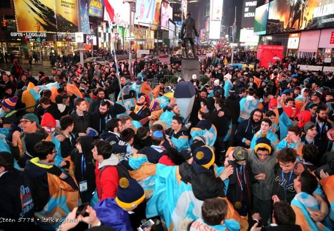 Historic Siyum Sefer Torah in Times Square Honors Parkland, Florida Victims
