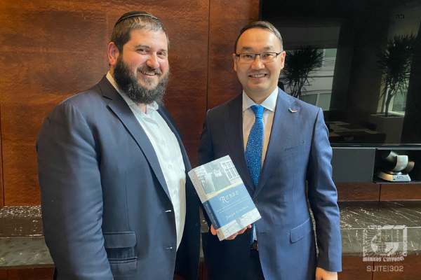 Khazak Ambassador and Consul General Meet with Chabad in New York